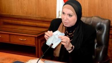 Photo of وزيرة التجارة والصناعة تبحث مع منتجى الملابس الجاهزة تصنيع الكمامات القماش