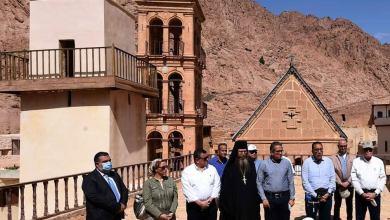 Photo of رئيس الوزراء يتسلم وسام الدير من الطبقة الأولى للشهيدة سانت كاترين