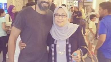Photo of محمد علاء يودع والدته فى مقابر العائلة بحلوان