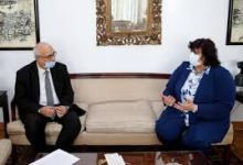 Photo of وزيرة الثقافة تبحث مع رؤساء القطاعات إصدار مطبوعات تنويرية