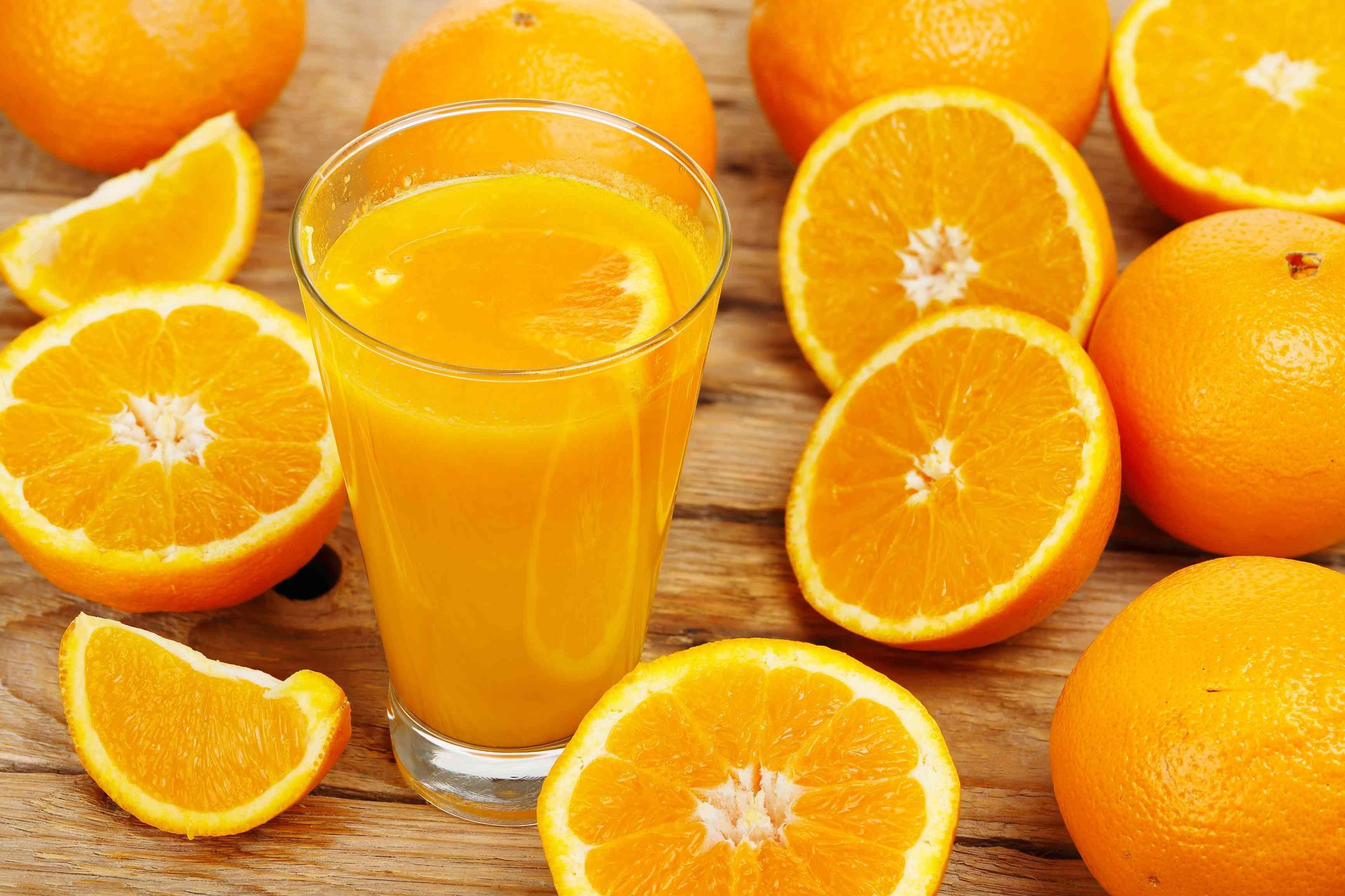 """طبيب يحذر من كثرة تناول """" البرتقال"""" ....يخشن الاسنان"""