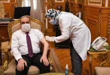 "Photo of ""وزير الدولة للإنتاج الحربي"" يتلقى لقاح كورونا"