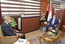 Photo of شعراوي يتابع مع الهجان تطورات منظومة المخلفات وتنفيذ مشروعات برنامج تطوير الريف المصري