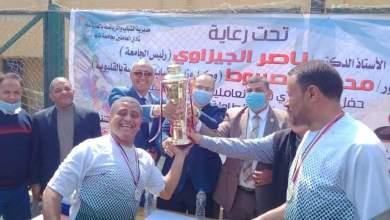 Photo of كلية الآداب تفوز بكأس دورى العاملين بجامعة بنها