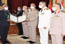 Photo of بالصور .. وزير الدفاع يكرم قادة القوات المسلحة المحالين للتقاعد