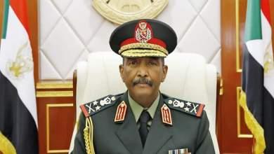 البرهان يعيد ضباط الجيش المفصولين تعسفياً