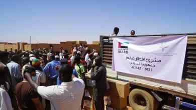 """الإمارات توزع طرود غذائية لـ""""إفطار الصائم"""" في السودان"""