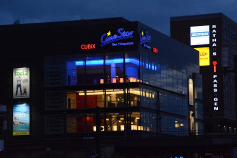 "Das ""Cubix"": Multiplexkino am Alexanderplatz. Foto: Ulrich Horb"