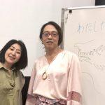 安冨歩東大教授と、なちゅらる宇宙人金田慶子。絵はアサザ基金代表の飯島博さんによるもの。
