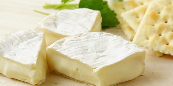 飲食店で出すべき白かびチーズの種類とは?