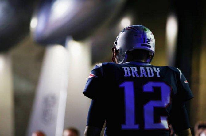 Brady pasó para 337 yardas