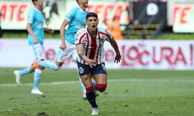 Alan Pulido podría salir de Chivas