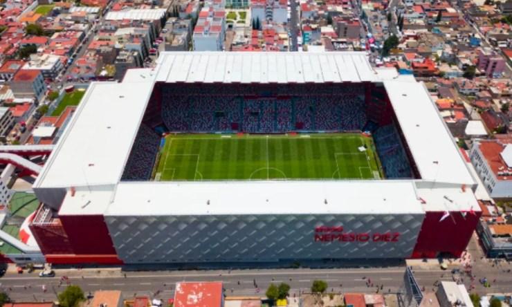 el césped del estadio Azteca