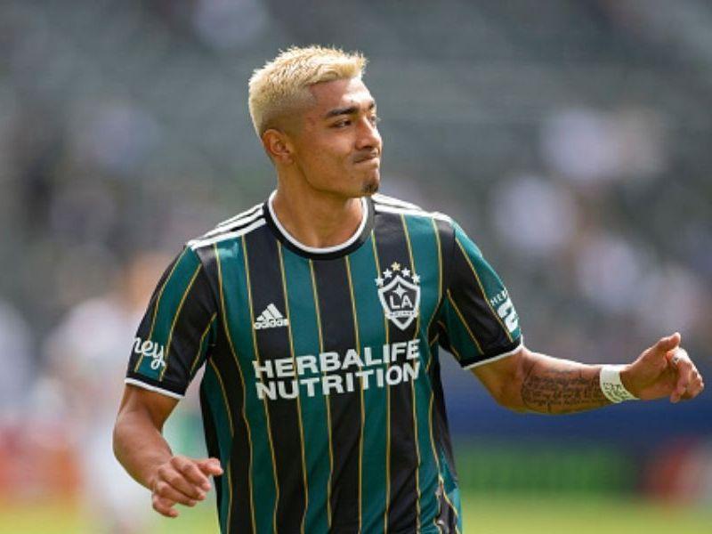 Julián Araujo rechazó jugar para Estados Unidos