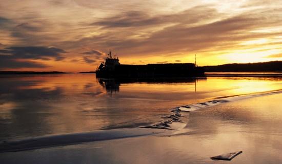 Båt timmer vinter