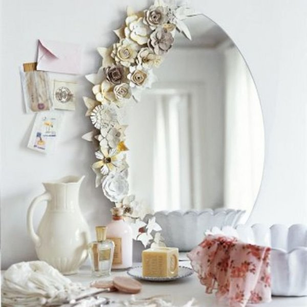 Mirror decorated with flowers from trays