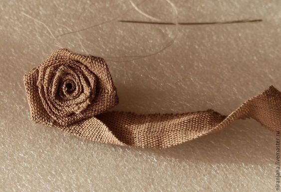 Hoa hồng từ Burlap.