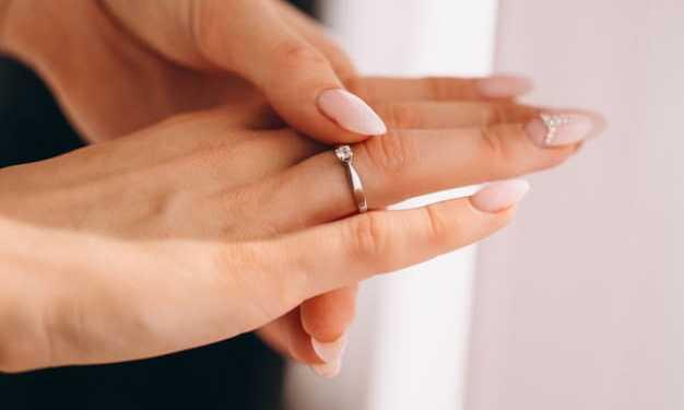 Como usar anel de noivado