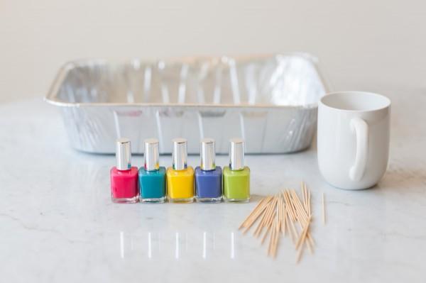 1-DIY-Marble-Dipped-Mugs-600x399