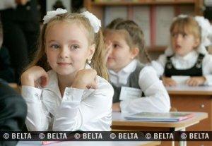 Belarussische Schülerinnen. Sind sie nicht adrett?