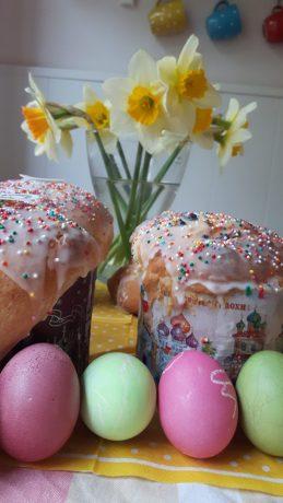 Vorbereitung auf Ostern: Kulitschi backen