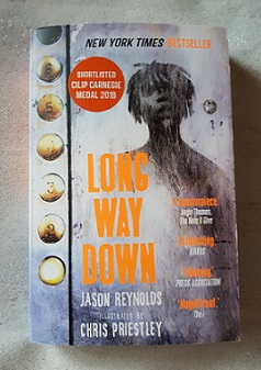 """""""Long way down"""" von Jason Reynolds"""
