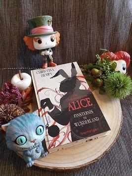"""""""Die Chroniken von Alice - Finsternis im Wunderland"""" von Christina Henry"""