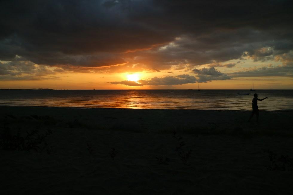 Sonnenuntergang am Smugglers Cove Hostel, Fidschi