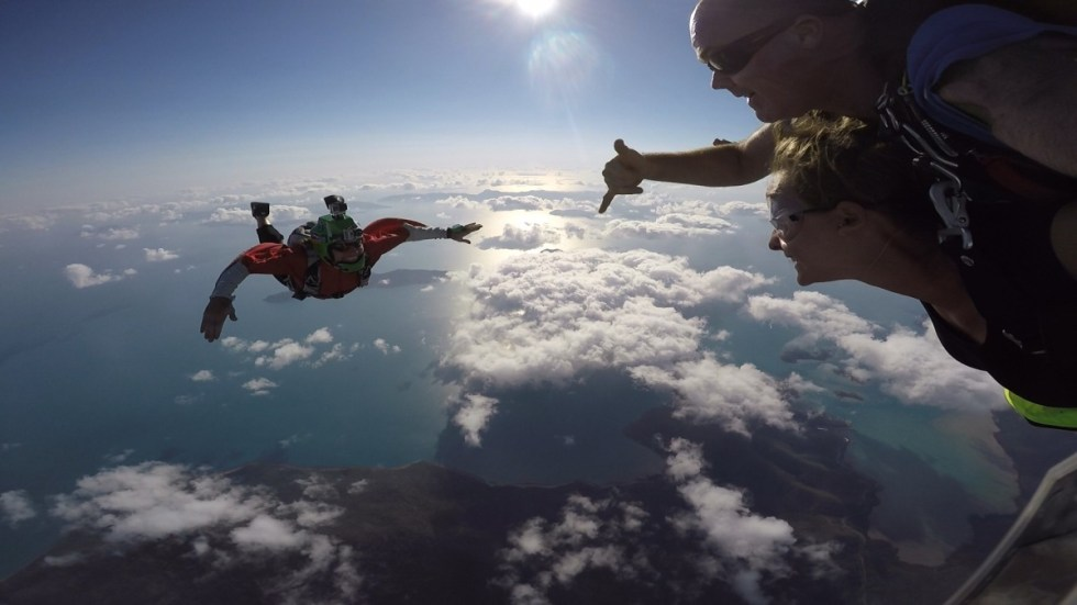 The external photographer is skydivingwith us