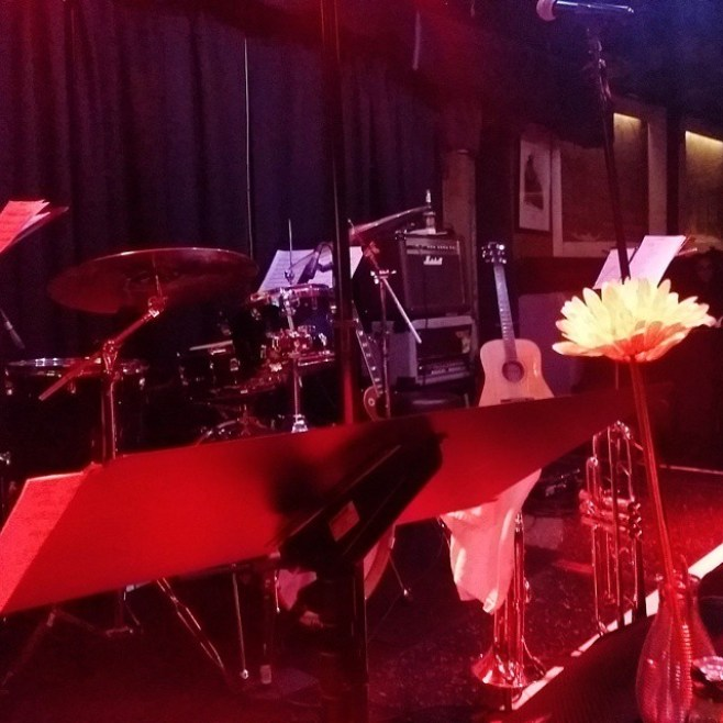 VIP seat at Baker's Keyboard Lounge for the Tom Browne show! #FunkinForJamaica with @amp_fiddler #bubzfiddler #allenbarnes #ronotis