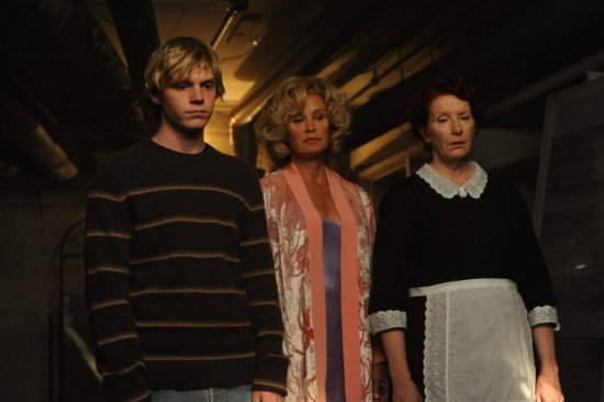 f7548-american-horror-story-fx-home-invasion-4-550x366