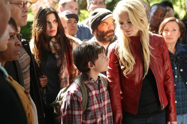 7d20c-lee-arenberg-jennifer-morrison-meghan-ory-raphael-sbarge-and-jared-gilmore-in-once-upon-a-time-episode-2-01-broken