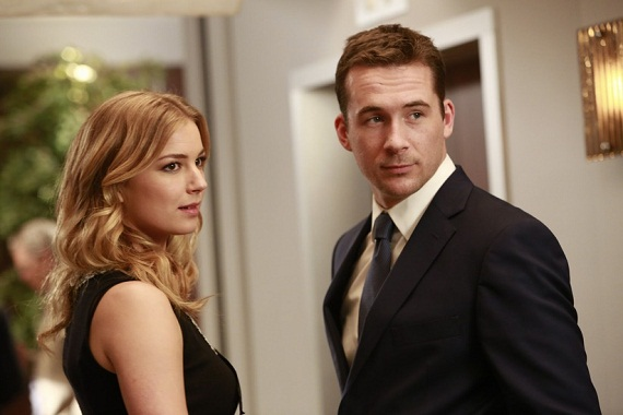272ef-revenge-revelations-emily-vancamp-and-barry-sloane1jt