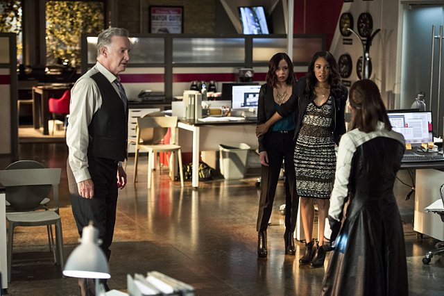 d6bd9-the-flash-image-the-darkness-and-the-light-tom-butler-malese-jow-candice-patton