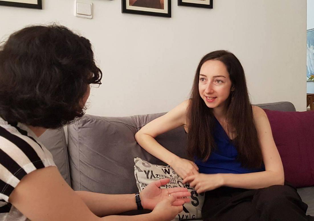 נדיה בשיחה
