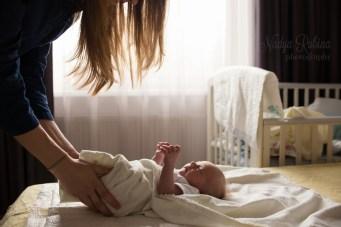 Домашняя фотосессия с новорождённым в Риге. Семейный фотограф Надя. Рубина.