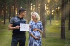 Беременная с мужем, язык, текст: это сделал я.