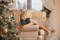 Новогодняя фотосессия 2018, девочка на кресле