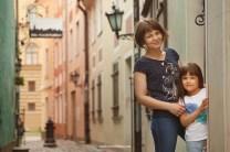 Семейная фотосессия в Старой Риге. Самая узкая улочка. Trokšņu iela. Фотограф Надя Рубина.