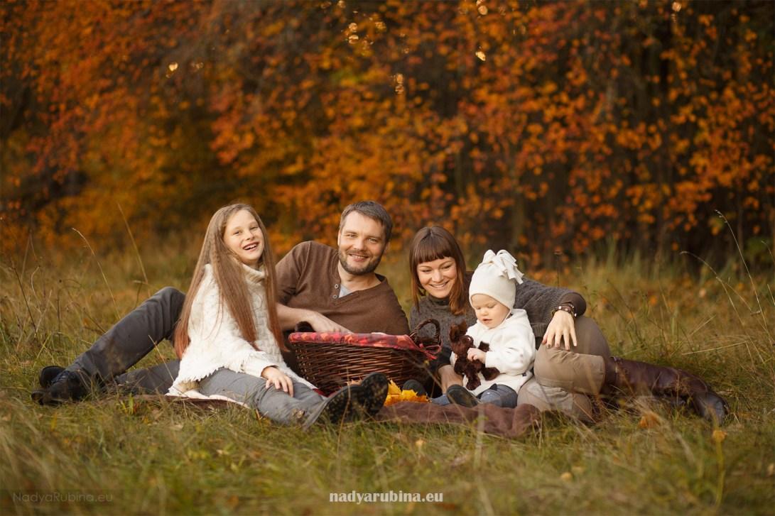 Rudens ģimenes fotosesija dabā Rīgā