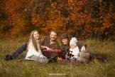 Осенняя фотосессия с пикником у леса. Семейный фотограф в Риге Надя Рубина.