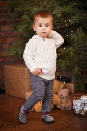 фотосессия двухлетний малыш у ёлочки