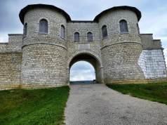 Rekonstruiertes Nordtor des Kastell Biriciana (Weißenburg, Bayern).