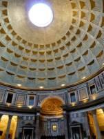 Das Pantheon, den Göttern Roms geweihtes Heiligtum, später katholische Kirche.