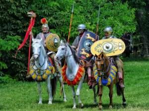 Antike Erkunder: Reenactment Enthusiasten stellen beim Römerfest 2014 im österreichischen Carnumtum eine Reitereinheit der Hilfstruppen dar.