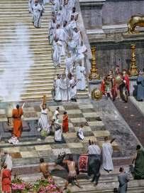 Großes Panorama mit kleinen Details: Stieropfer anlässlich des Triumphzuges Kaiser Konstantins vor dem Tempel des Juno. Gleichzeitig war der Tempel auch Prägestätte der römische Münze.