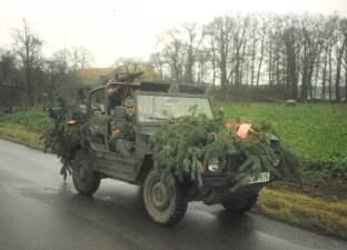 Zeitgenössische Erkunder: Wehrpflichtige des Erkundungs- und Verbindungszuges der 1./84 stellen bei einem Bundeswehrmanöver sich selbst dar.