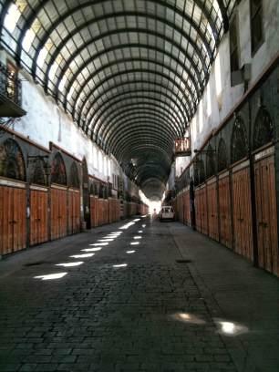 """Der Souk Midhat Pascha. Er liegt auf der sogenannte """"Gerade Straße"""", die früher von den Römern Via Recta genannt wurde."""