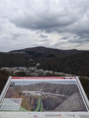 Von der Terasse des Wintersberghotel neben dem Limesturm hat man eine schöne Aussicht über Bad Ems.