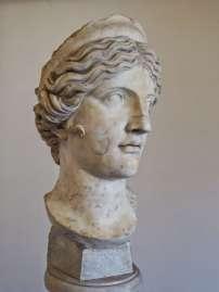Marmorbüste der griechischen Göttin Hera. Römische Kopie aus der Zeit zwischen dem 1. Jahrhundert v. Chr. und dem 2. Jahrhundert n. Chr. Die griechische Vorlage stammt aus dem 5. Jahrhundert v. Chr.